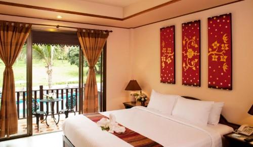 Deluxe poolside hotel room